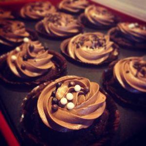 Superdoppel-Schokocupcakes
